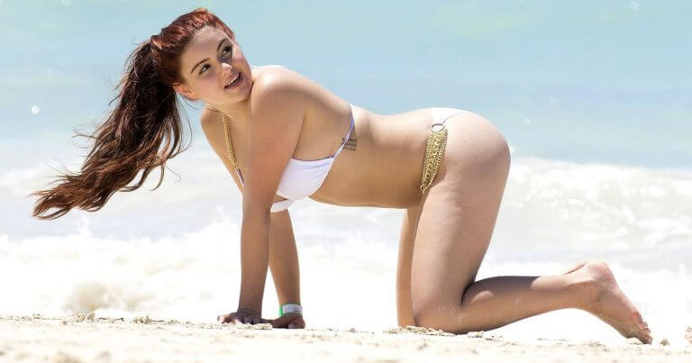 Ariel Winter shows off curves